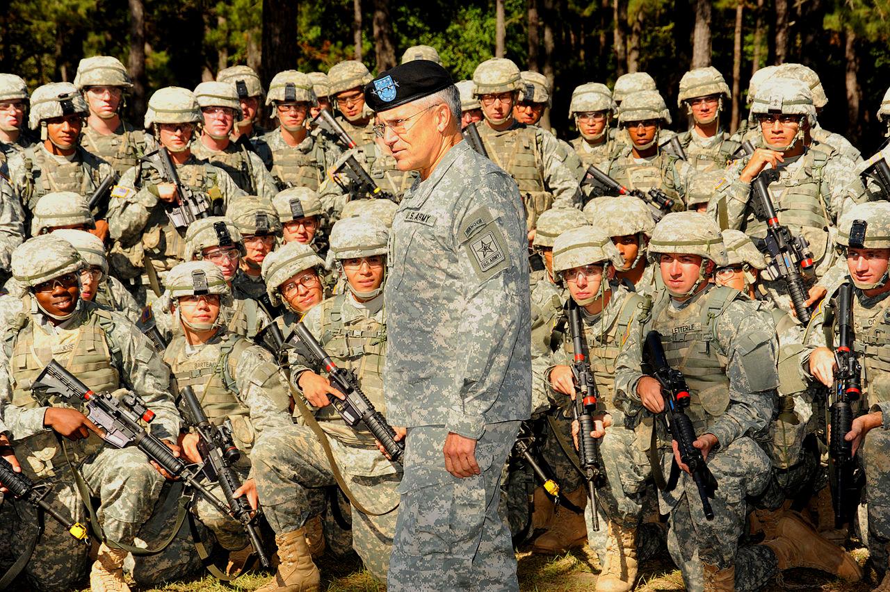 dowódca z żołnierzami