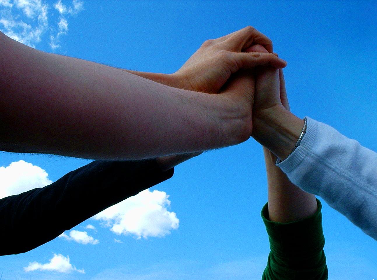 Grupa z rękoma razem